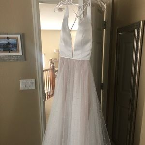 BRAND NEW gorgeous wedding dress!